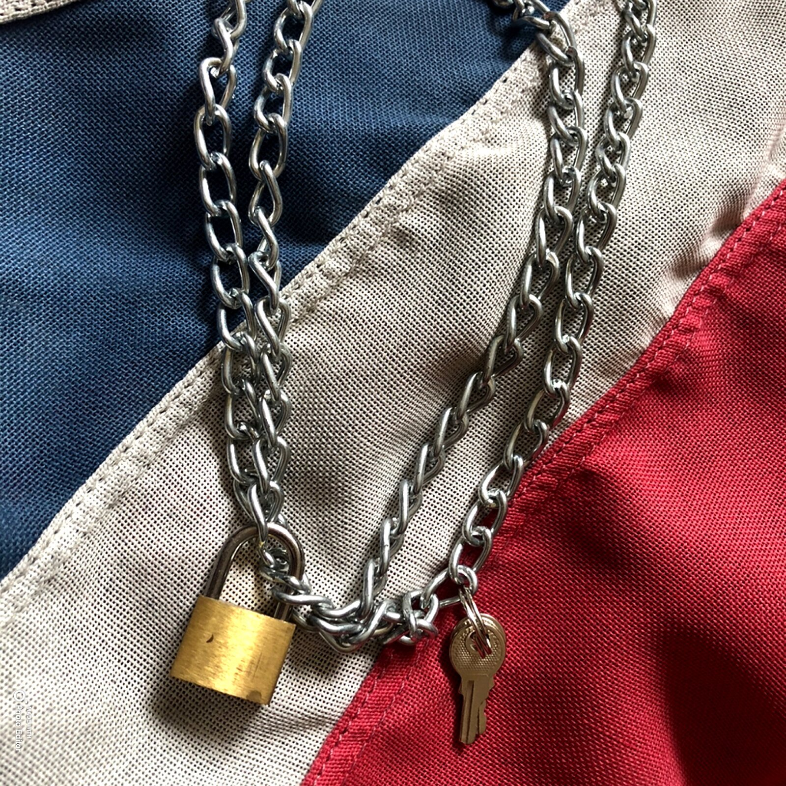 Chain and padlock necklace