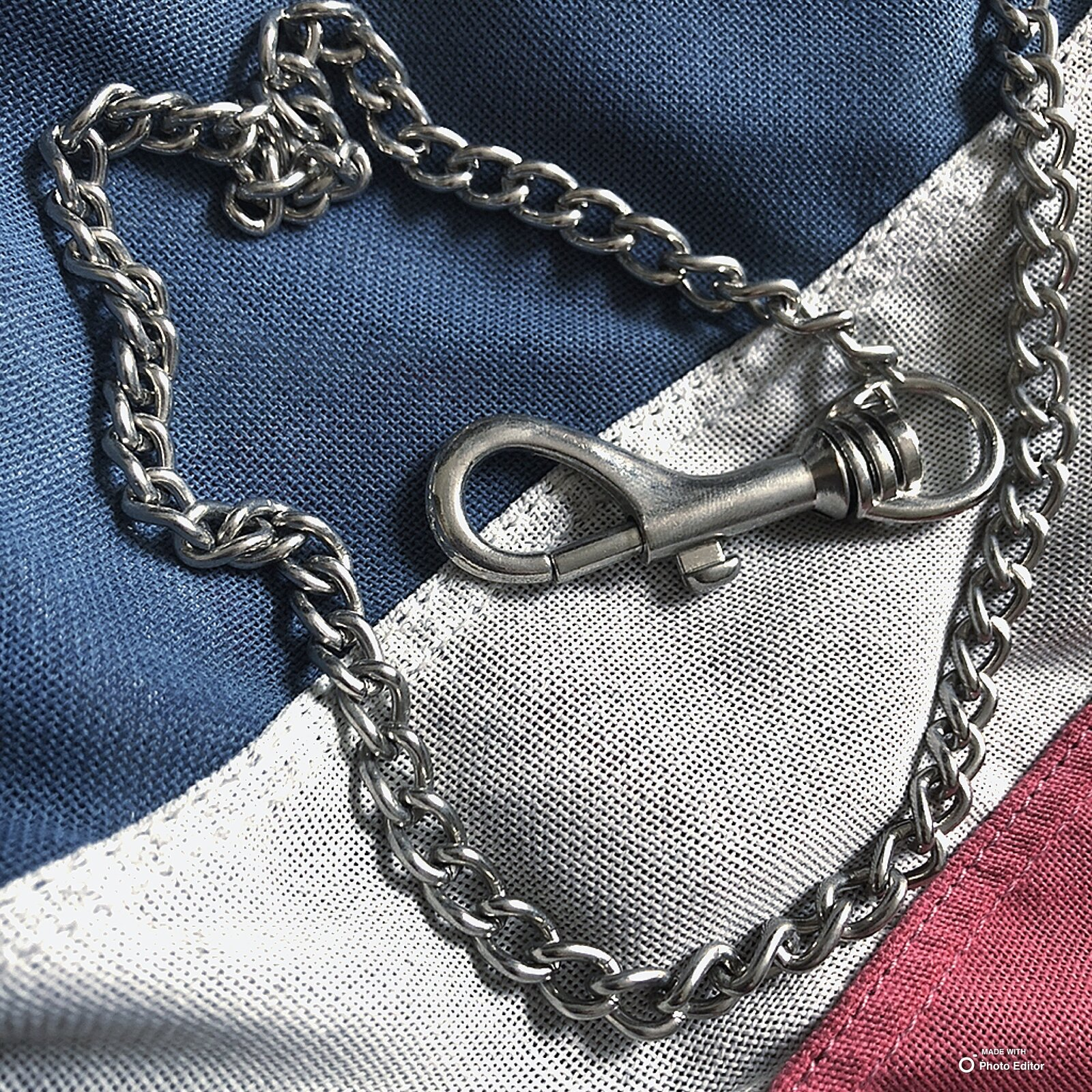 Oversize clasp necklace