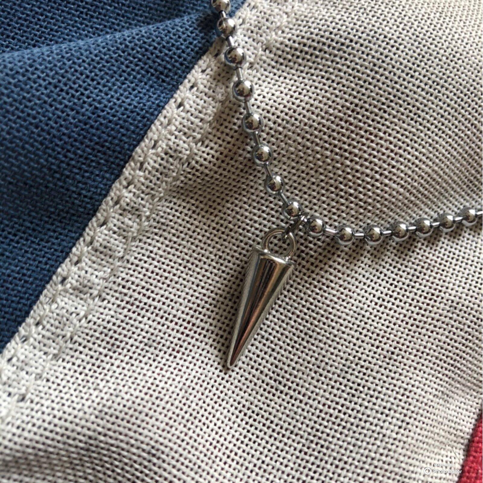 Spike pendant necklace