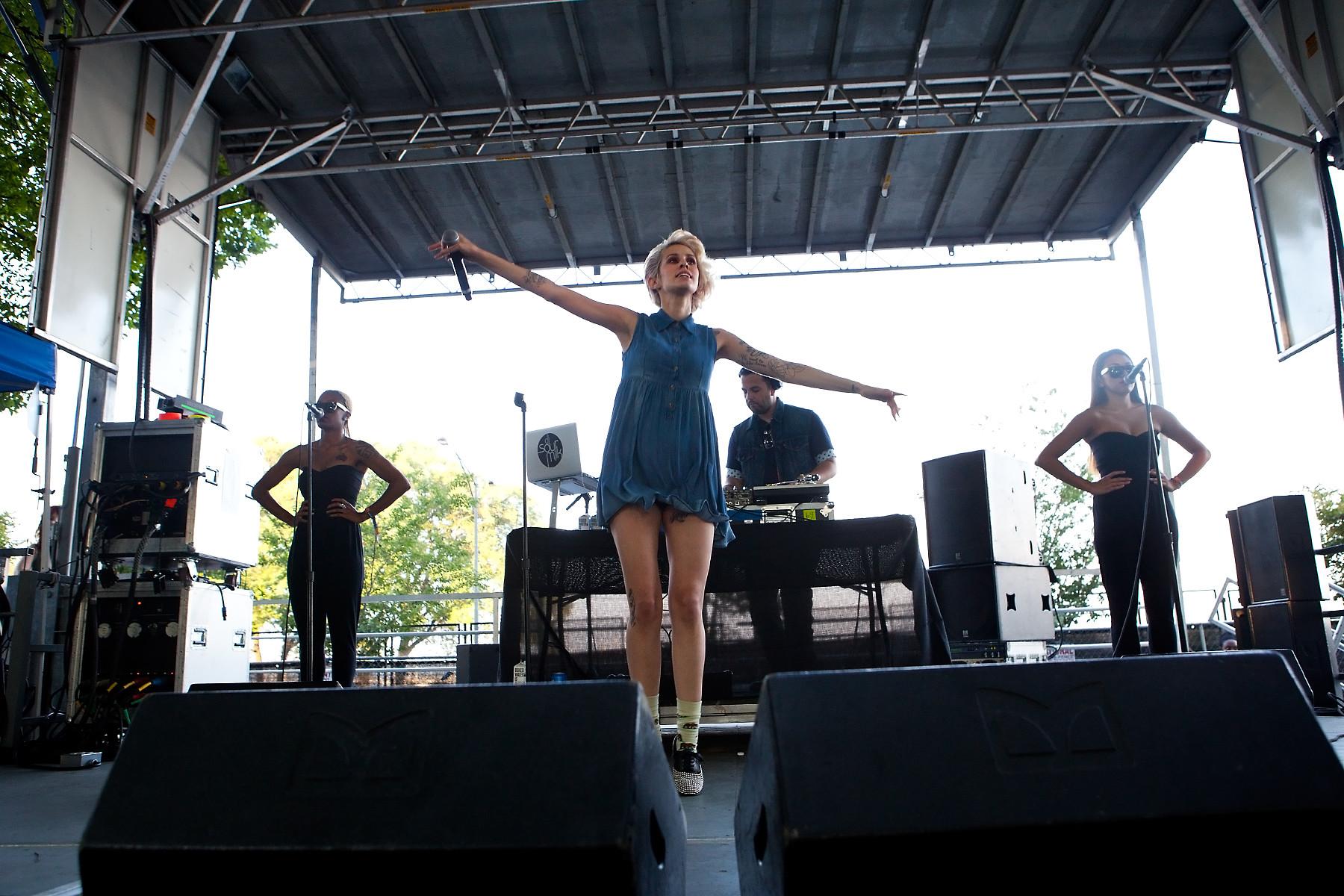 Dev @ Lollapalooza 2012