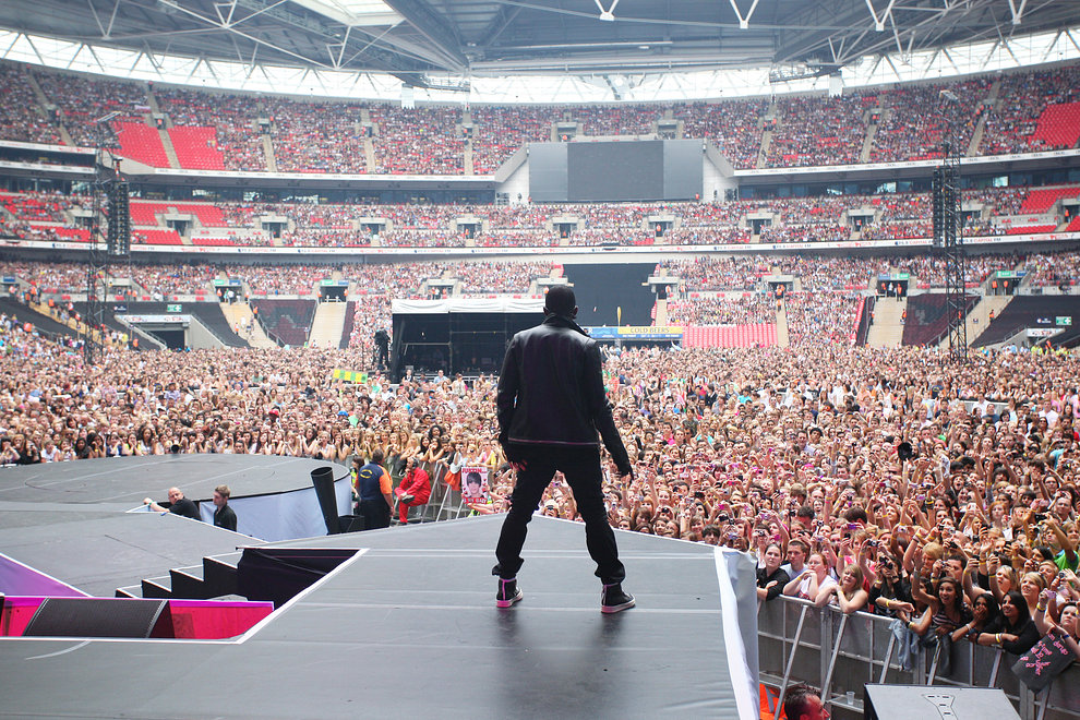 Usher opens the Summertime Ball