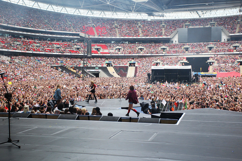 Ke$ha plays The Summertime Ball