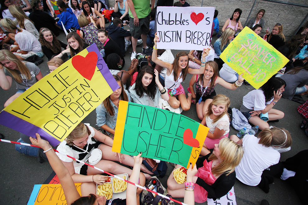 Bieber-mania in the queue