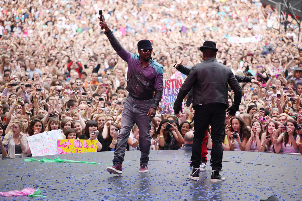 Will.i.am joins Usher on stage