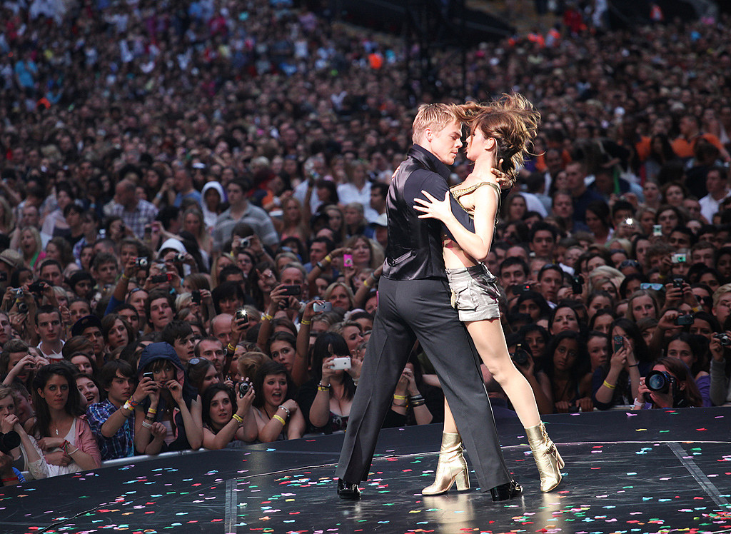 Cheryl Cole tangoes with dancer Derek Hough
