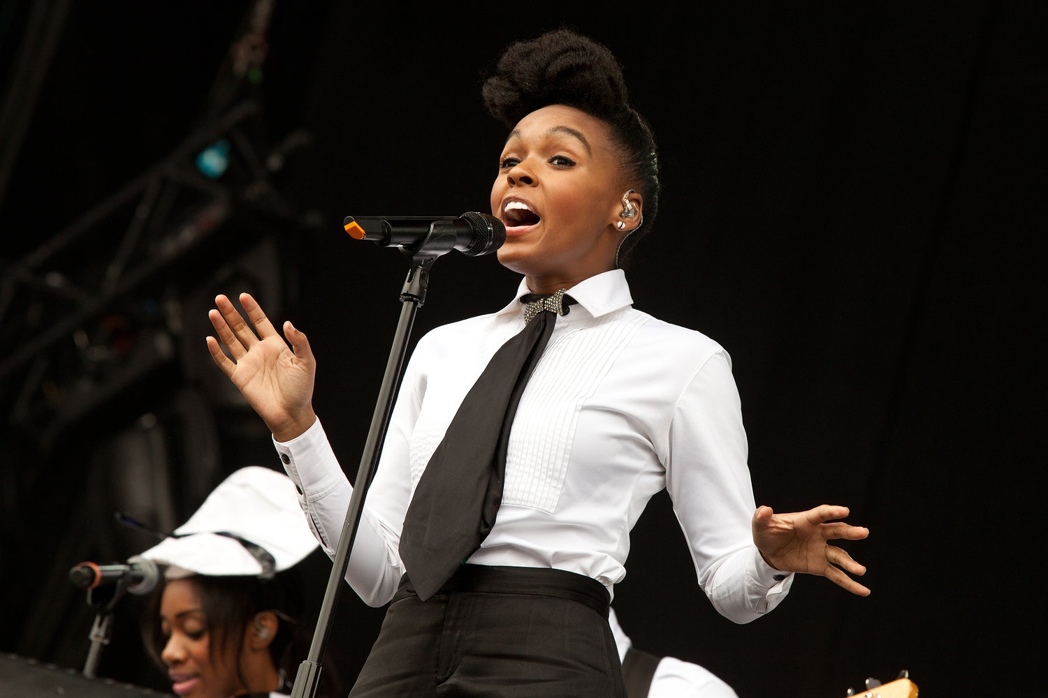 Janelle Monae - Wireless Festival 2011