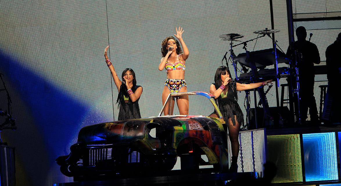 Rihanna Manchester M.E.N